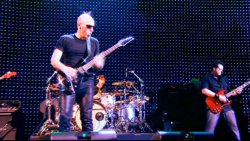 Joe Satriani - Live in Paris: I just wanna rock